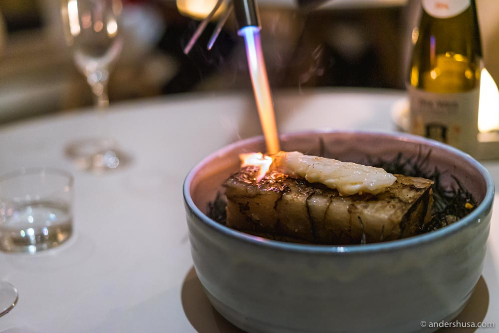 The langoustine is cooked on a 200 degrees C° hot rock of Himalaya salt.