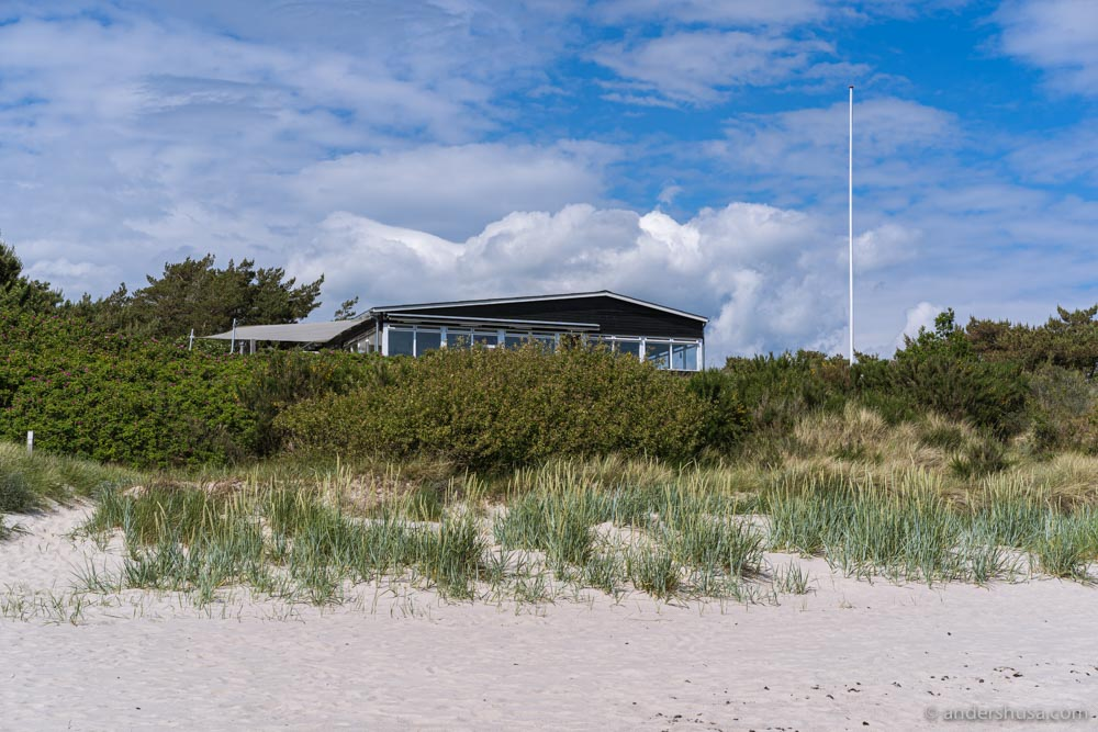 Restaurant Kadeau on Bornholm is located on the beach in Sømarken near Aakirkeby.