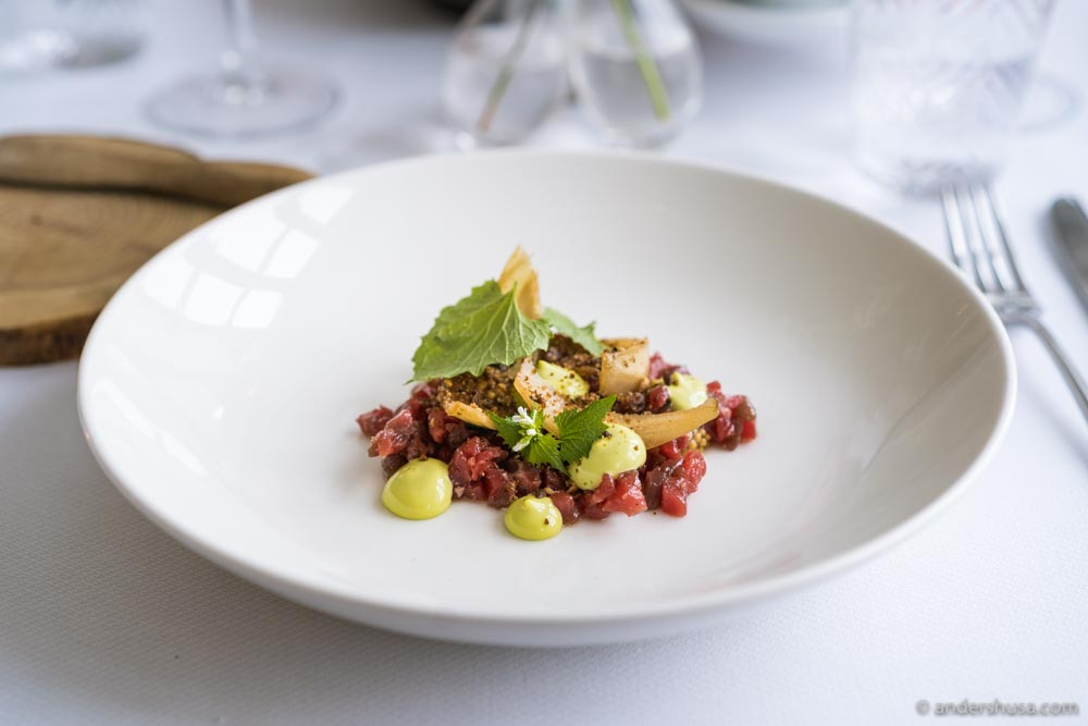 Beef tartare with onions and herb mayo.