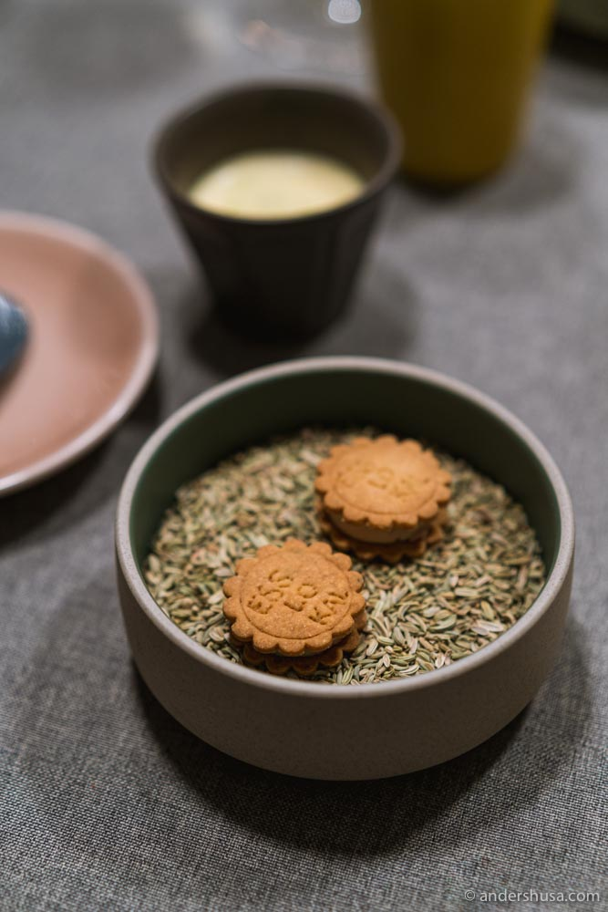 Fennel biscuits with duck liver.