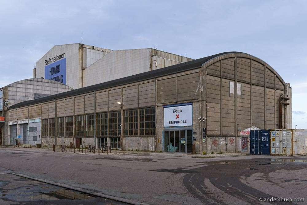 Koan is located inside the Empirical distillery on Refshaleøen.