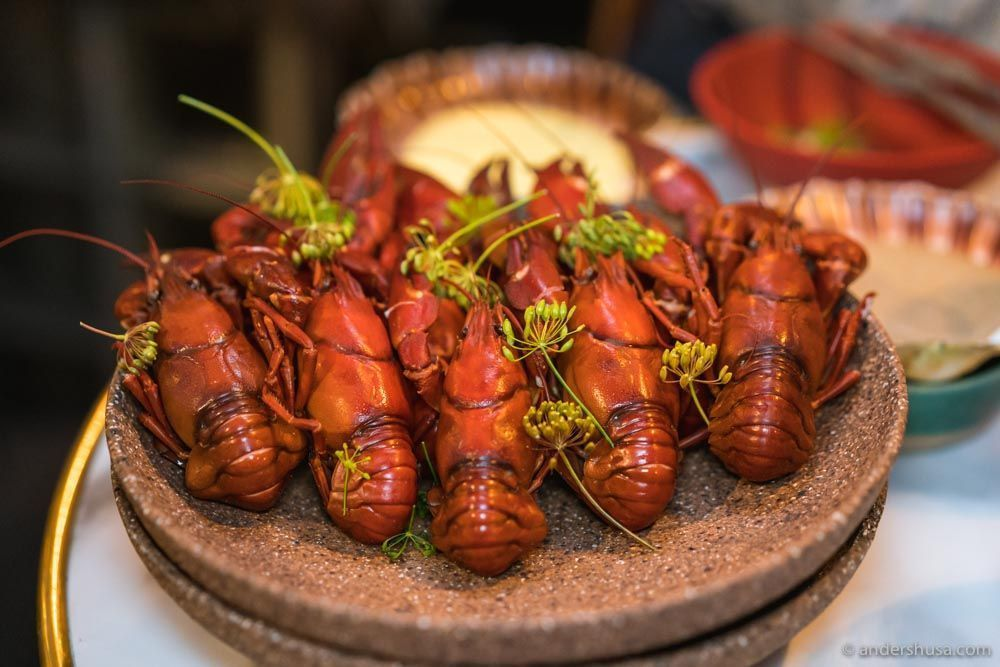 Boiled crayfish and condiments.